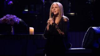 Barbra Streisand extends US chart record