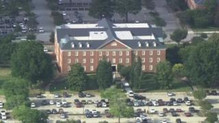 Vista aérea de prédio onde ocorreu tiroteio