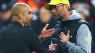 MKufunzi wa Manchester City Pep Guardiola akizungumza na Jurgen Klopp wa Liverppol wakati wawili hao walipokuwa wakifunza Bayern Munich na Burusia Dortmund nchini Ujerumani