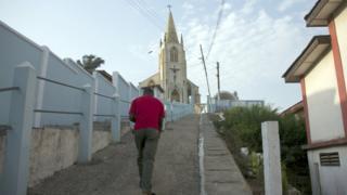Man dey waka in front of church