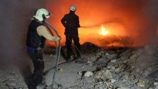 пожарные ликвидируют последствия удара