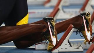 Piernas de Usain Bolt en la línea de partida