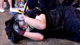 Một người biểu tình Hong Kong bị cảnh sát bắt giữ hôm 2/8/7/2019