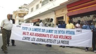 Aux dernières nouvelles, les deux anciens soldats gambiens visés par le mandat d'arrêt international se seraient réfugiés en Guinée, après la chute de leur leader lors de la présidentielle de décembre dernier.