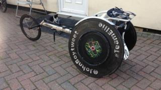 Specialist racing wheelchair
