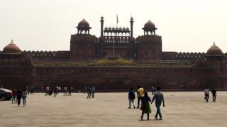 মুঘল বাদশাহ শাহজাহানের আমলে নির্মিত, প্রায় চারশো বছরের পুরনো লাল কেল্লা স্বাধীন ভারতেও এক অনন্য স্মারক