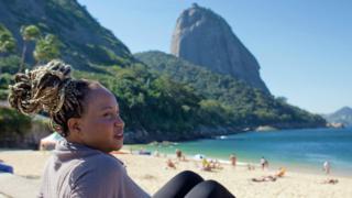 Sabrina Fidalgo em praia do Rio de Janeiro