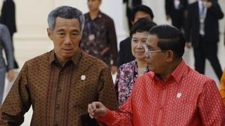Thủ tướng Hun Sen và Thủ tướng Lý Hiển Long dự hội nghị Asean ở Phnom Penh năm 2012