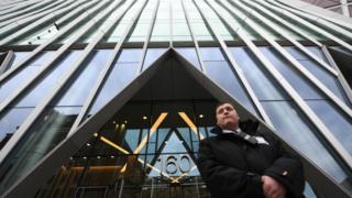 Вход в штаб-квартиру нового национального Центра кибербезопасности (NCSC) в Лондоне