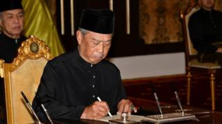 Muhyiddin Yassin is sworn in by the king