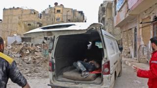 نیروهای امدادی میگویند شهر دوما در غوطه شرقی شاهد بمبارانهای فراوان بوده است