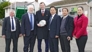 MP Jonathan Edwards (centre) welcomes Longhua representatives to FieldMaster Tractors HQ