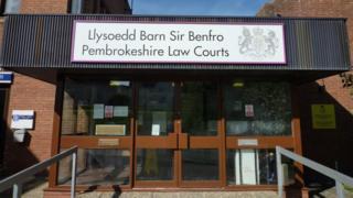 Llysoedd Barn Sir Benfro