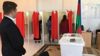 женщины голосуют в Азербайджане