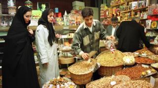 رییس اتحادیه آجیل و خشکبار تهران، افزایش قیمت آجیل و خشکبار شب یلدا را ناشی از افزایش نرخ ارز در یک ماه گذشته عنوان کرده است.