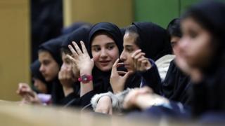 Iran, Teheran, murid sekolah