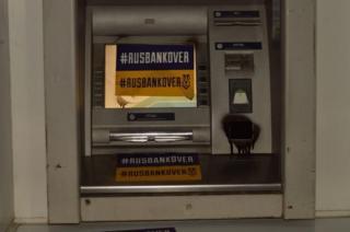 В сообщении также опубликовали фото поврежденных банкоматов