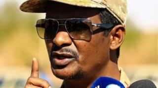 """Maxamed Xamdan """"Hemeti"""" waa ninka ugu cadcad golaha militariga Sudan"""