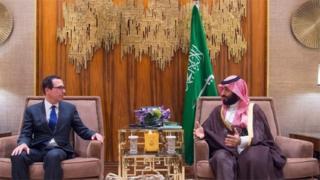 ولي العهد السعودي، محمد بن سلمان، مع وزير الخزانة الأمريكي، ستيف منوتشين