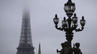 Chất lượng không khí ở Paris buộc các chính trị gia phải có chính sách nghiêm khắc về việc sử dụng diesel