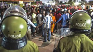 Abari mu myiyerekano bahanganye n'abapolisi ba Tanzania mu 2015
