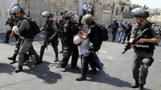 """تساءلت افتتاحية صحيفة القدس الفلسطينية: """"إلى أين يقودنا هذا العبث الاسرائيلي بأمن واستقرار المنطقة؟"""