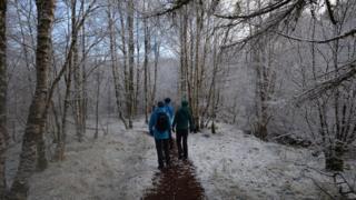 Edinburgh/ A snowy walk by the River Garry
