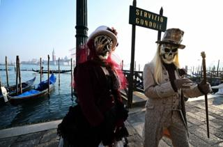 in_pictures Masked revellers pose in Riva degli Schiavoni during the opening of the Venice Carnival