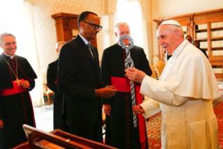 Le Pape François recevant le président rwandais, Paul Kagamé, au Vatican