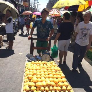 Manila street market / Photo: Charie Villa