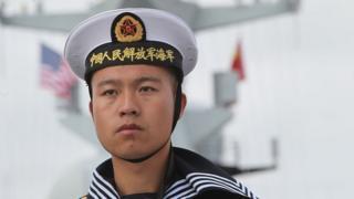 Un infante de Marina de China abordo de la fragata Yancheng.
