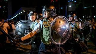 مقامهای هنگ کنگ حرف معترضان را رد کردند