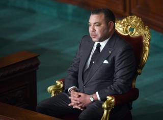 الملك محمد السادس يزور تونس ويستمع لجلسة في المجلس الانتقالي في مايو/أيار 2014