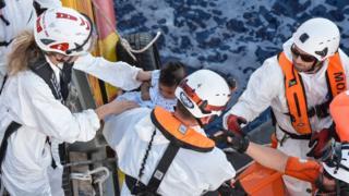 операция по спасению пассажиров с тонущего судна
