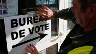 法國在周日展開總統選舉第二輪投票。