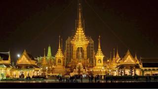 曼谷皇家田广场上为泰王普密蓬预备的火葬坛