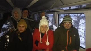 пассажиры в вагоне