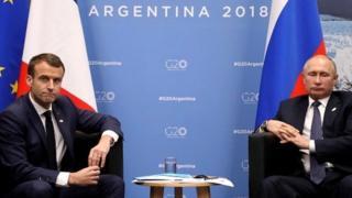 Emmanuel Macron and Vladimir Putin