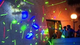 Лазерное шоу в Гонконге в поддержку студента, арестованного за приобретение лазерных указок.