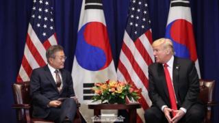 문재인 대통령과 도널드 트럼프 미국 대통령이 지난해 9월 미국 뉴욕 롯데뉴욕팰리스호텔 허버드룸에서 열린 한미정상회담에서 발언을 하고 있다