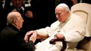 مانسيل مع البابا يوحنا بولس الثاني