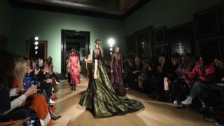 多次獲得英國時裝協會大獎的ERDEM本屆時裝周同樣博得眾彩。