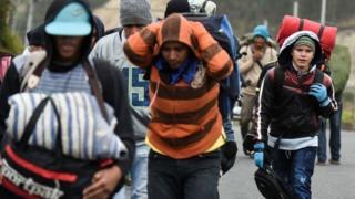 Miles de migrantes venezolanos recorren a pie cada día la carretera panamericana en su ruta hacia el exilio.