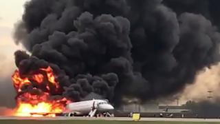 A Aeroflot plane burns at Sheremetyevo airport in Moscow, 5 May 2019