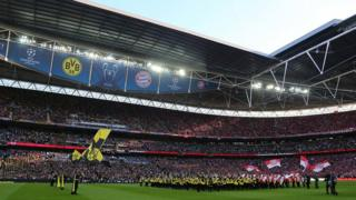 Borussia Dortmund and Bayern Munich players line-up on the pitch ahead of kick-off at the 2013 Champions League final