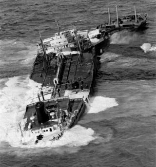 Torrey Canyon sinking