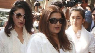நடிகை சரிகா, ஷ்ருதி ஹாசன் மற்றும் அக்ஷரா ஹாசன்