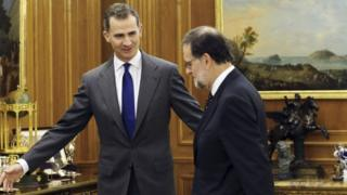 Spain's King Felipe (left) with acting Prime Minister Mariano Rajoy before their meeting at Zarzuela Palace in Madrid, Spain, 22 January 2016