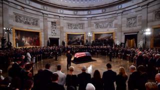 Lễ quốc tang dành cho Thượng nghị sĩ John McCain hôm 31/8. Đây là vinh dự chỉ dành cho khoảng 30 người chưa từng giữ chức Tổng thống Hoa Kỳ trong suốt 166 năm qua.