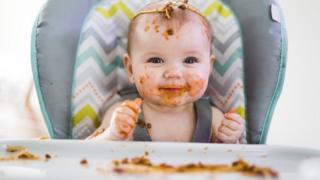 Голод - не завжди те, через що плаче малюк, і не слід заспокоювати дітей їжею, кажуть вчені